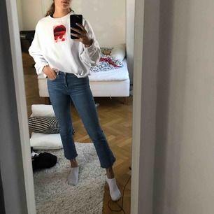 En snygg sweatshirt från carlings! Passar mig som har S är i (oversized) då den är köpt i L :))