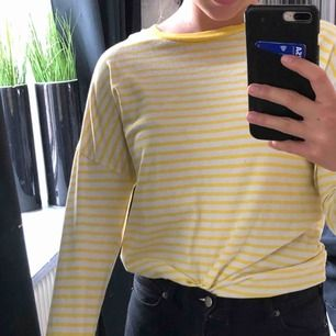 långärmad randig tröja från bikbok 80kr + frakt (30kr)