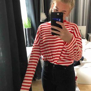 tröja från bikbok 70kr + frakt 30kr