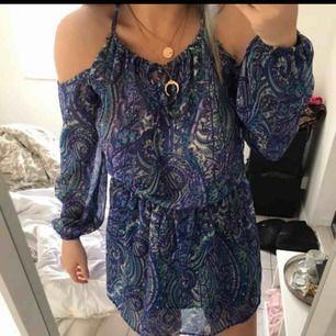 Helt ny klänning. Aldrig använd från NAKD