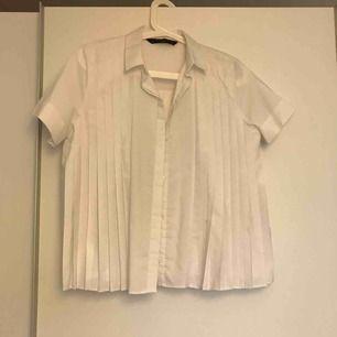 Plisserad skjortblus från Zara. Passar mig som vanligtvis har S.