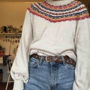 Knappt använd stickad tröja från indiska! Mycket fint skick. Kan mötas upp i Stockholm :)