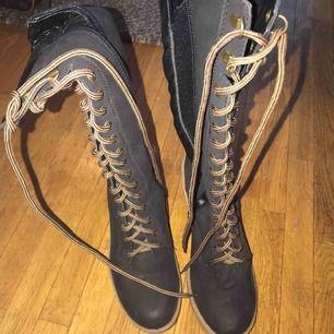 Oanvända Långa skor som va köpta för 350 -399kr Storlek 39
