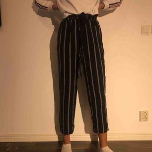 Jättesköna byxor från H&M! * Storlek S, kan även passa bra på XS * Högmidjade * Oanvända