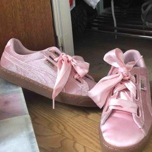 Puma skor, säljer pga fel storlek 💕 Använda bara en gång!  Frakt inkluderat i priset !