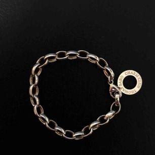 Berlockarmband från Thomas Sabo. Säljer pga att de ej kommer till användning. Köptes för 599kr