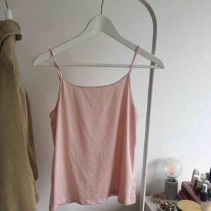 Supergulligt linne från HMs barnavdelning (storlek 170 så passar xs-s)! Fraktar inte💖