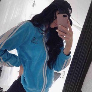 Blå fin tröja från madlady, använd några få gånger, säljer pga att jag inte använder den så inget fel på själva tröjan 🦋