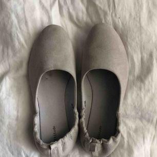 Ballerina skor som används 1 gång på min bal, säljer pga att det inte är min typ av sko