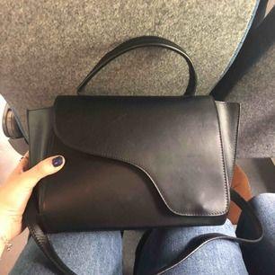 Säljer min ATP väska då jag köpte den utan att tänka igenom beslutet, använd 5 gånger. Kan skicka samma dag som den betalas!