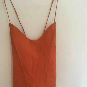 En fin orange body från zara, knyt där bak!