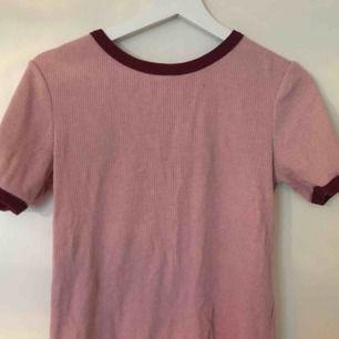 Fin ljusrosa T-shirt! Bra begagnat skick🦖 frakt ingår ej i priset🌼