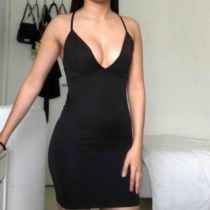 Oanvänd klänning i storlek XS!