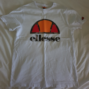 Vit Ellesse Tshirt   Knappt använd.