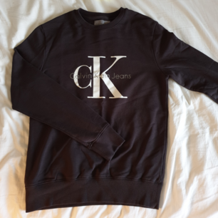 Calvin Klein crewneck  Använt skick. Inget fel med trycket