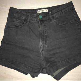 Snygga shorts från pull and bear, knappt använda