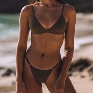 Helt oanvänd bora bora bikini överdel i oliv grön från brightswimwear, säljer pågrund av fel storlek☹️köpte för 600kr Säljer för 400🌺 Köparen står för frakt 🚛