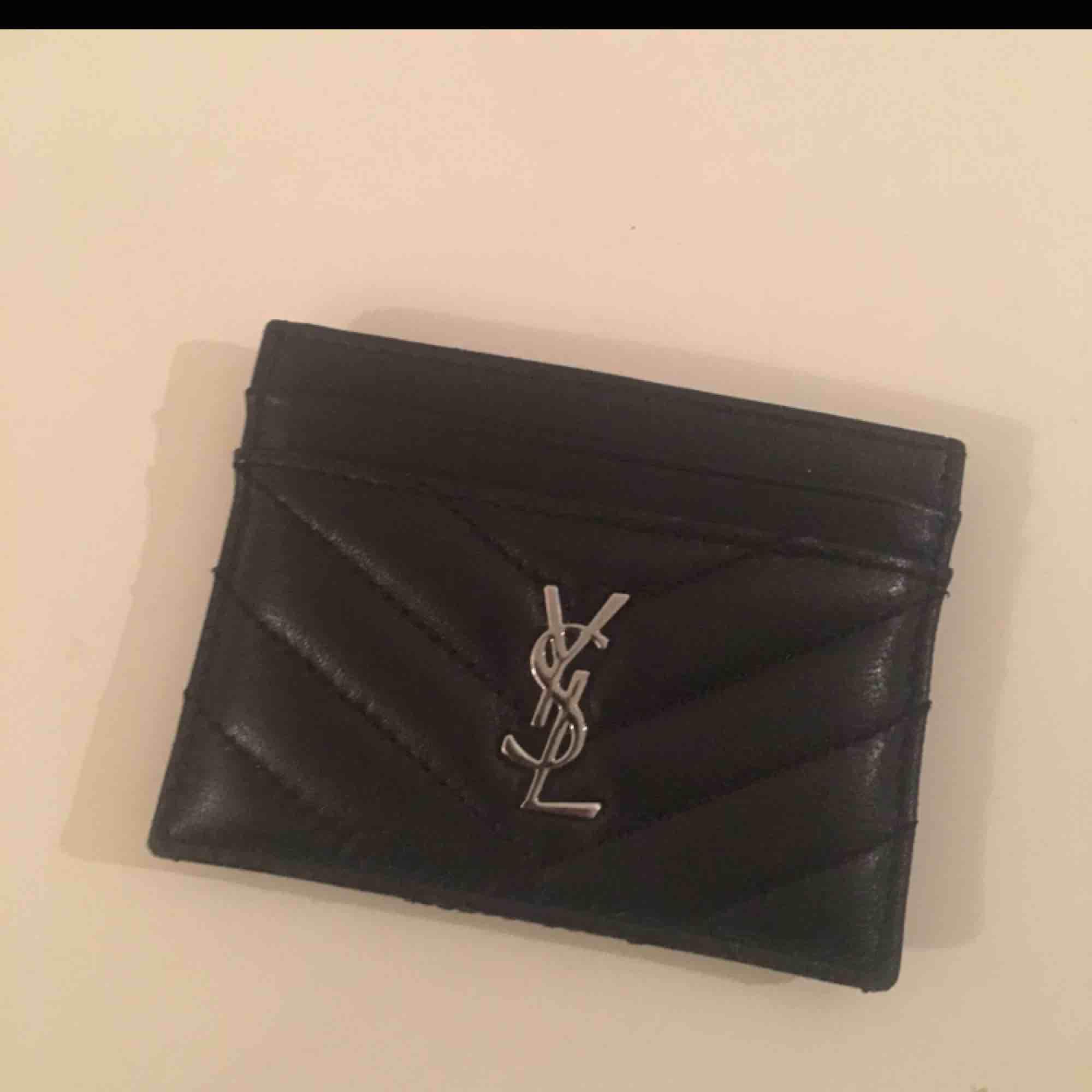 Perfekt aaa kopia med matchande plånbok. Väskor.