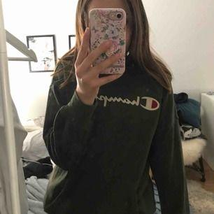Champion hoodie barnstorlek 11-12 år men passar xs , köpt för 450kr