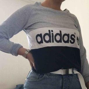 Adidas tröja i storlek S ❣️frakt är inräknat i priset :-)
