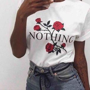 säljer denna T-shirt som är ganska poppis.