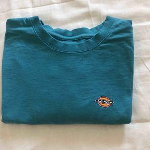 Dickies t shirt i stl s, använd två ggr   Köpare står för frakt eller möts upp i Göteborg 🌸