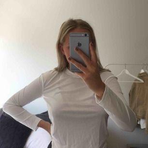 Helt ny tröja från Weekday i storlek XS (passar också S)! Säljer pga använder tyvärr inte😕 Möts upp i Malmö! 💖