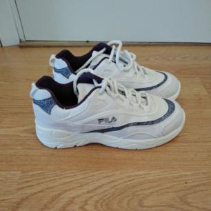 Helt nya, oanvända fila skor. Storlek 37