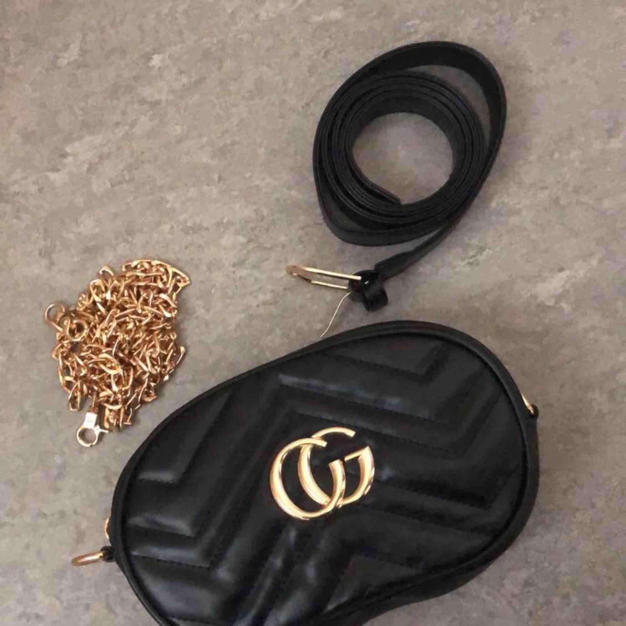 Fake Gucci midjeväska/väska, helt oanvänd. . Väskor.