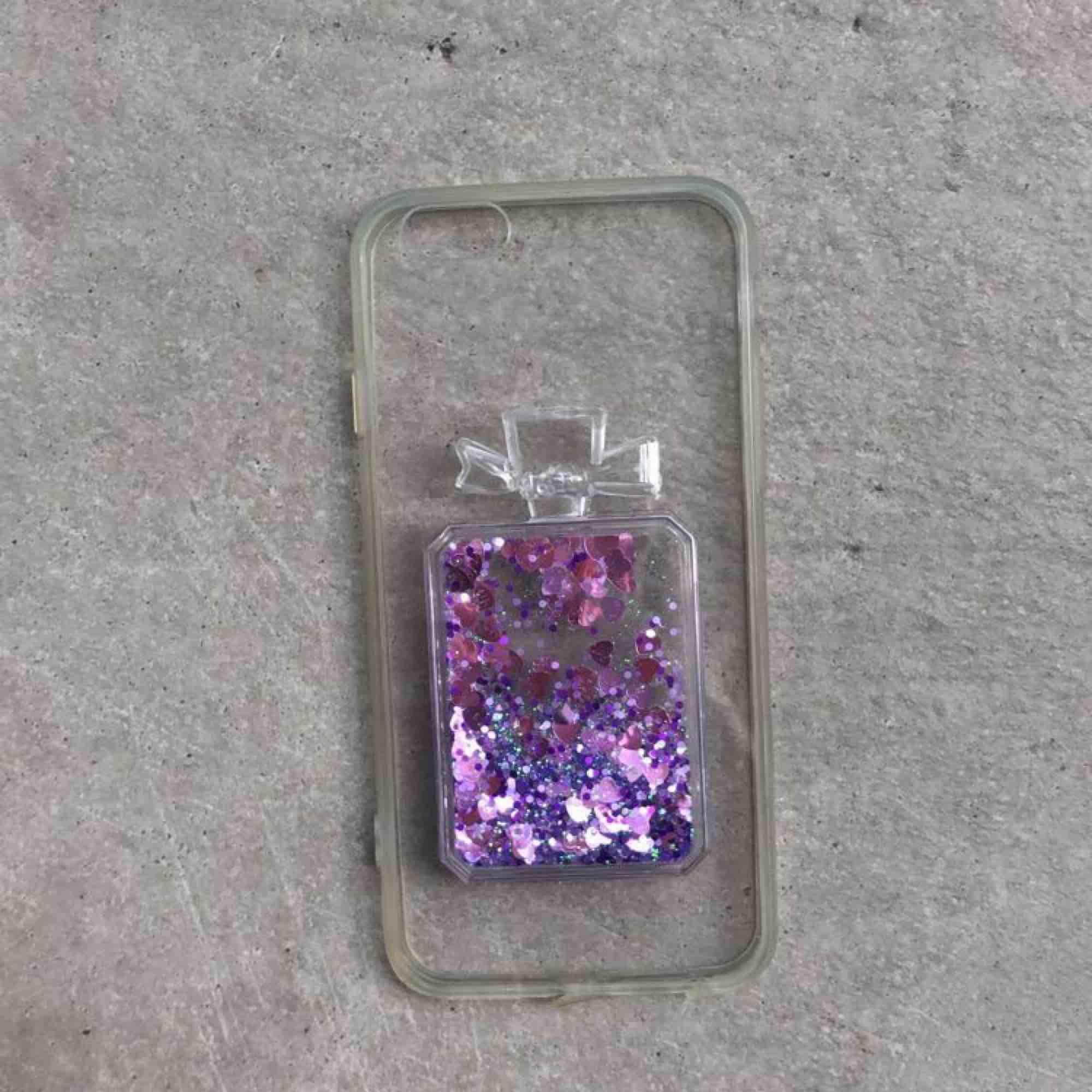 Två jättefina iPhone 6/6s skal för 30 kr st. . Accessoarer.