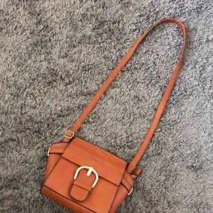 En jättefin brun använd väska, i ett bra skick.