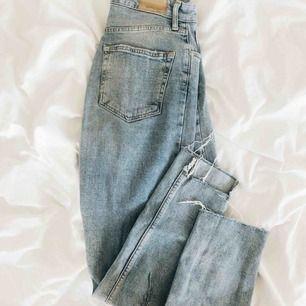 Sjukt snygga jeans från Gina tricot. Frakt tillkommer! Pris går att diskutera.