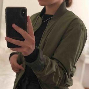 Säljer min gröna jacka i strl  XS. I fint skick.