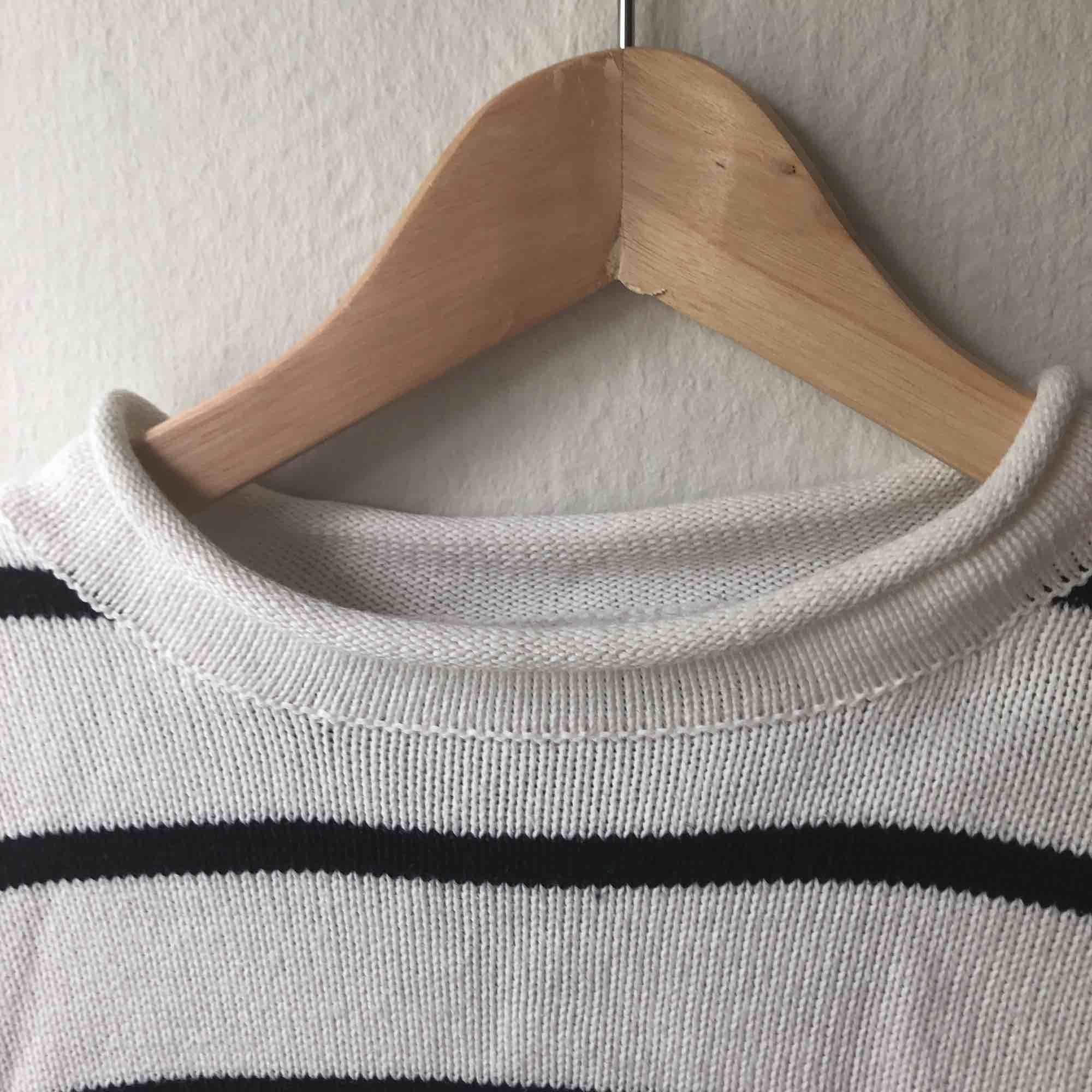 Tjocktröja köpt second hand i bra skick😍. Huvtröjor & Träningströjor.