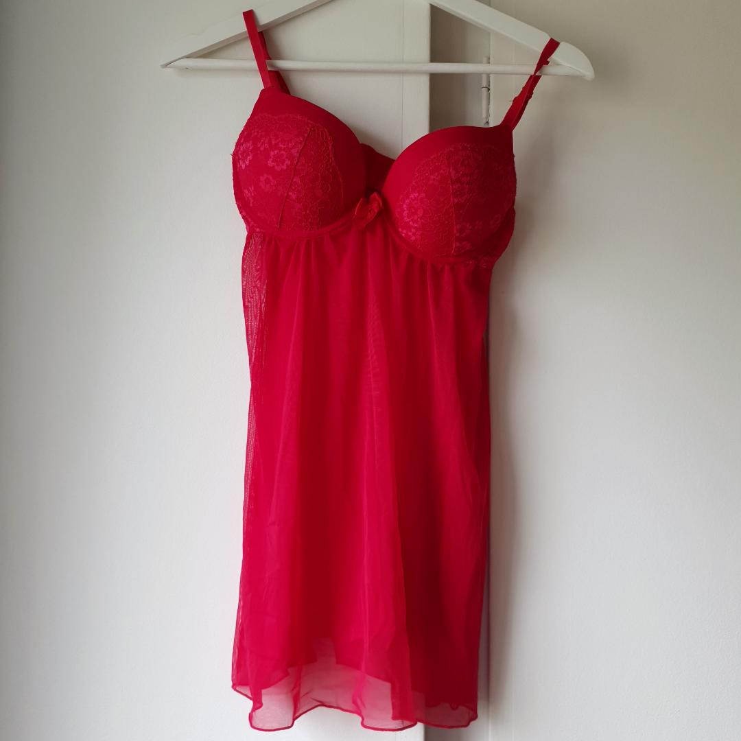 Snyggt underklädes plagg, den är röd men syns dåligt på bild ❤ Aldrig använd tyvärr 😔. Huvtröjor & Träningströjor.