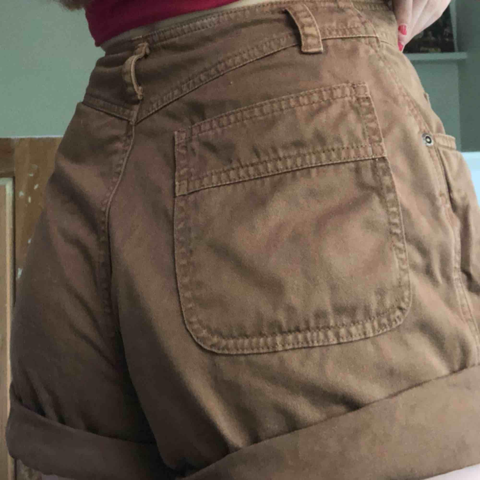 Tygshorts i bra skick endast använda en gång💓💓. Shorts.