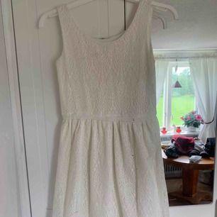 söt vit klänning, superfint skick