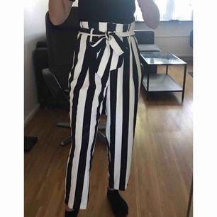 Jättefina randiga byxor som tyvärr är för stora för mig.😕 Aldrig använda och finns inte längre att köpa.🌸