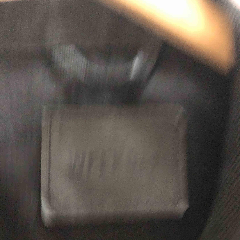 Svart jeansjacka från Weekday, knappt använd i nyskick! Nypris 650kr.. Jackor.
