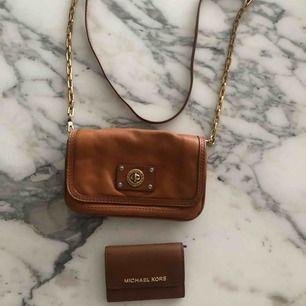 Michael kors plånbok: aldrig använd- 190 kr Marc jacobs väska: bra skick - 300