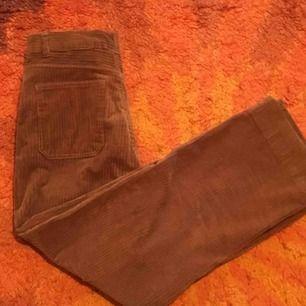 Asfina manchesterbyxor! Tycker dessa byxor är så fina men använder dom alldeles för lite :/ använda ett fåtal gånger, så dom är som i nyskick! Stretchiga är dom oxå :) frakt ingår ej i priset!💜
