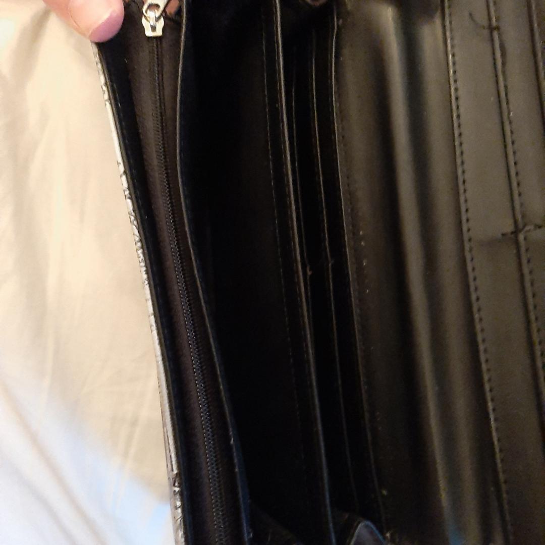 Plånbok med flera fack. Mycket bra kvalitet. Frakt bjuder jag på. Övrigt.