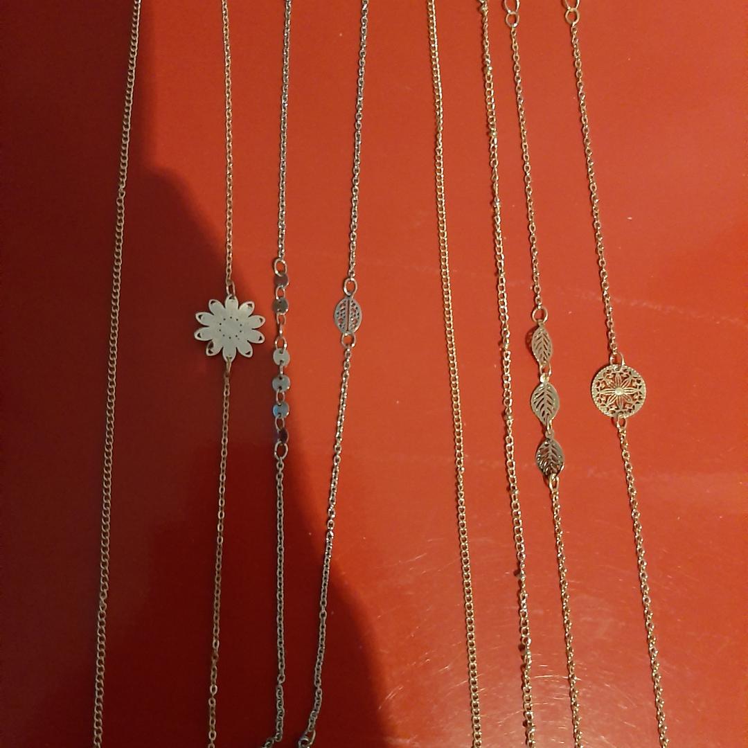 Helt oanvända fotlänkar. De två till vänster är rosé färgade, de två i mitten är i silver och de fyra längst till höger är guld. Om du inte vill köpa alla så säljs de silvriga för sig, de rosé färgade för sig och de fuldiga för sig. 2 för 12. 4 för 22 Alla för 35. . Accessoarer.