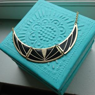Halsband. 7 kr frakt 🌸