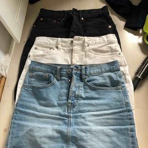 Tre stycken jeanskjolar Alla 3 för 300 150 kr styck Står xs men jag är s så passar båda Står inte för frakten