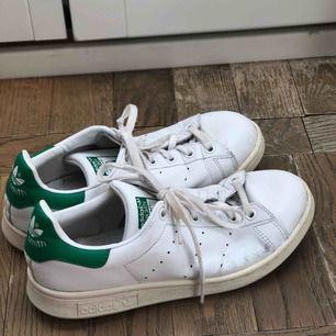 Adidas stan smith sneakers i använt men fint skick.