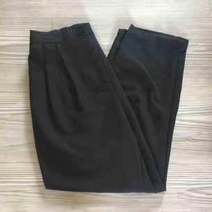Byxor från Monki | Resår bak i midjan, fickor fram men inte bak | Använda men i fint skick | Frakt tillkommer på 39kr