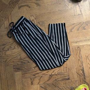 Sköna slacks från H&M i storlek 36!