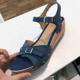 Nya skor I stl 38