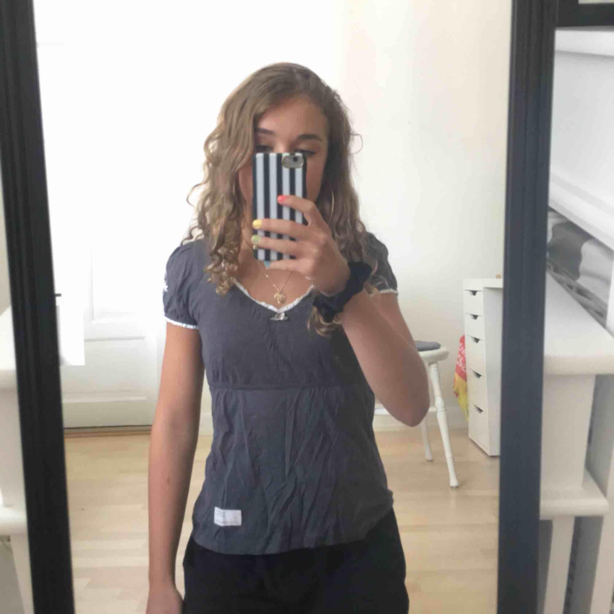 Odd Molly tröja i strl 0 dvs ca XS, endast använd en gång! Köpt för 595kr men säljer för 250❤️. Toppar.